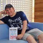El escritor Blue Jeans reúne a sus lectores para realizar un Mannequin Challenge