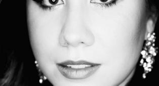Renée Ahdieh explica porque quiere recuperar la novela juvenil de vampiros