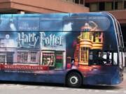 Golden Tours ofrece transporte gratuito al personal del NHS con los autobuses de Harry Pottter