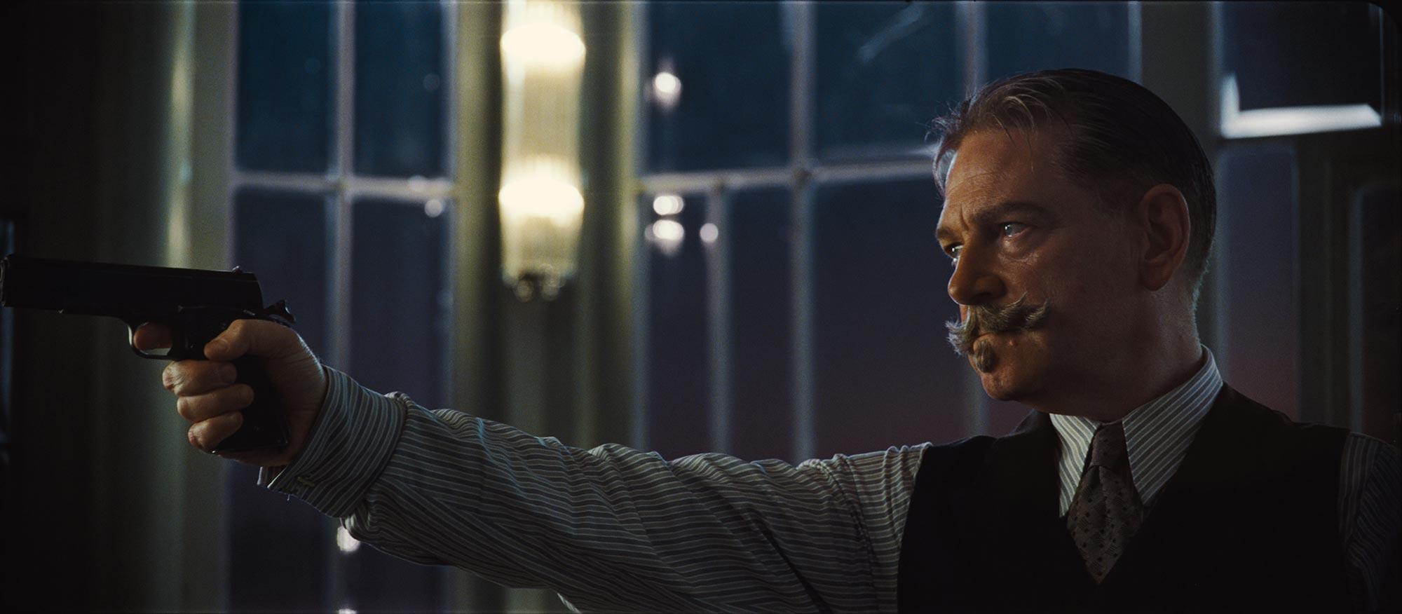 Kenneth Branagh como Hércules Poirot