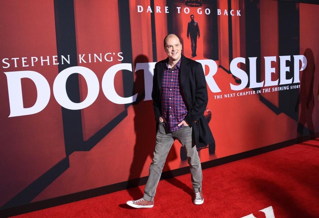 Fotografía del director Mike Flanagan en la alfombra roja de la premiere de Doctor Sleep