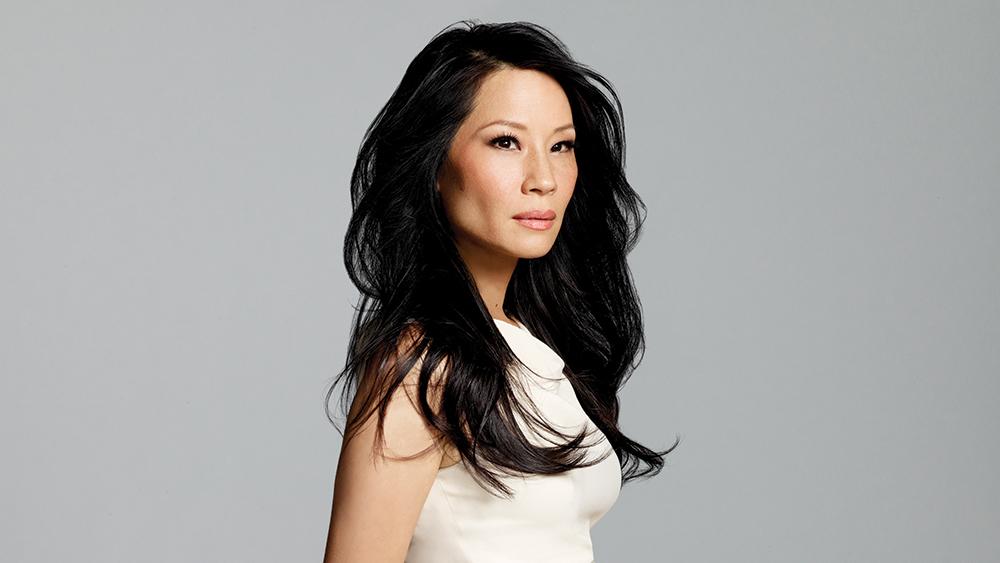 Fotografía de la actriz Lucy Liu sobre fondo gris