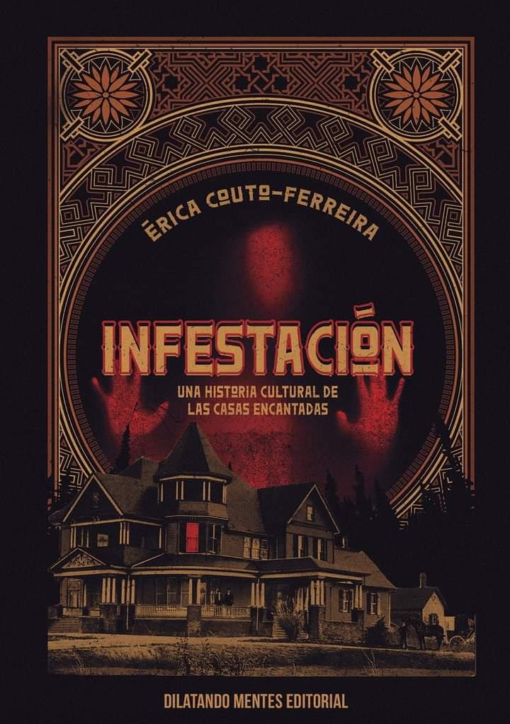 Cubierta de 'Infestación', en la que se ve una casa siniestra bajo el título, en tonos ocres y negros, y sobre ella se adivina una silueta en rojo