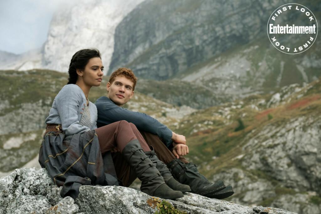 Egwene al'Vere (Madeleine Madden) y Rand al'Thor (Josha Stradowski)
